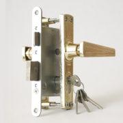 Купить Замок дверной врезной цилиндровый ЗВ4-3.01 ЗЕНИТ золото-лак с ручками